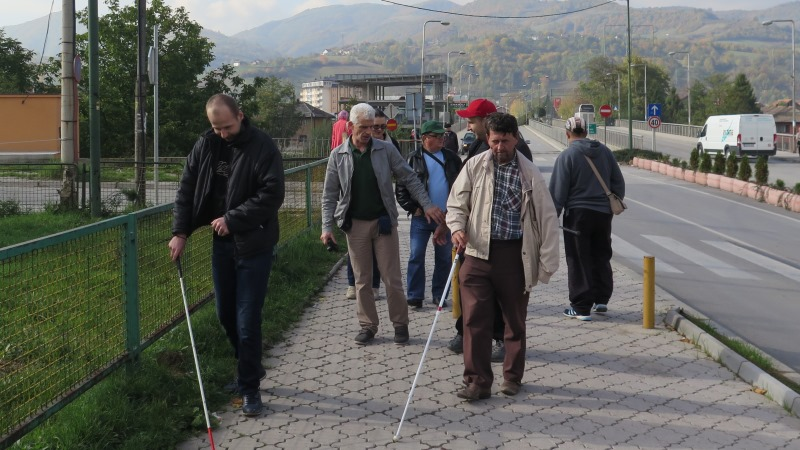 Personer med synnedsättning och vit käpp